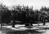 Mayberry Hotel with palm trees, Hemet