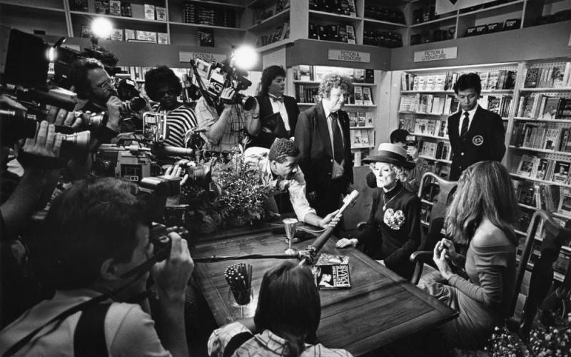 Davis is surrounded by the press during a Hollywood book signing for the paperback release of This 'N That.