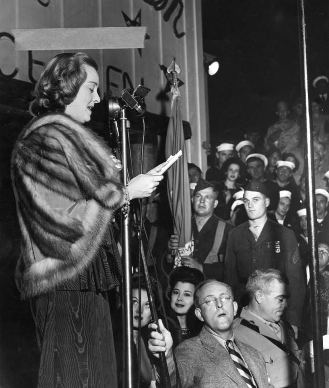 Bette Davis at the Hollywood Canteen in 1942