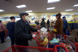 Masked shoppers at a busy Trader Joe's during the COVID-19 pandemic