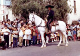 Hernando Courtright on horseback in front of a crowd