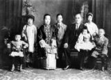 Family photo, left to right: Victor Quon, mother, father, brothers, and sisters