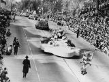 Tournament of Roses parade in 1947, view 1