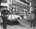 Liquor store looted, Watts Riots