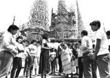 Junior High school class tours Watts Towers