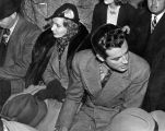 Stanwyck and Taylor at boxing match