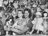 Shirley Temple, a living doll among a myriad of dolls