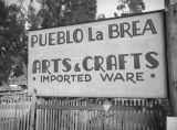 Pueblo La Brea sign