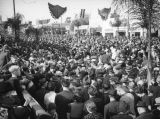 Crowds leaving the 1938 Rose Parade