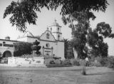 Church and fountain, Mission San Luis Rey, Oceanside