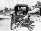 1902 Holsman 'heap' wins prize in ancient auto test